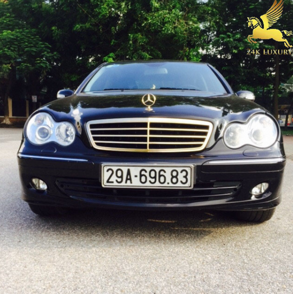 Ca lăng ô tô Mercedes mạ vàng