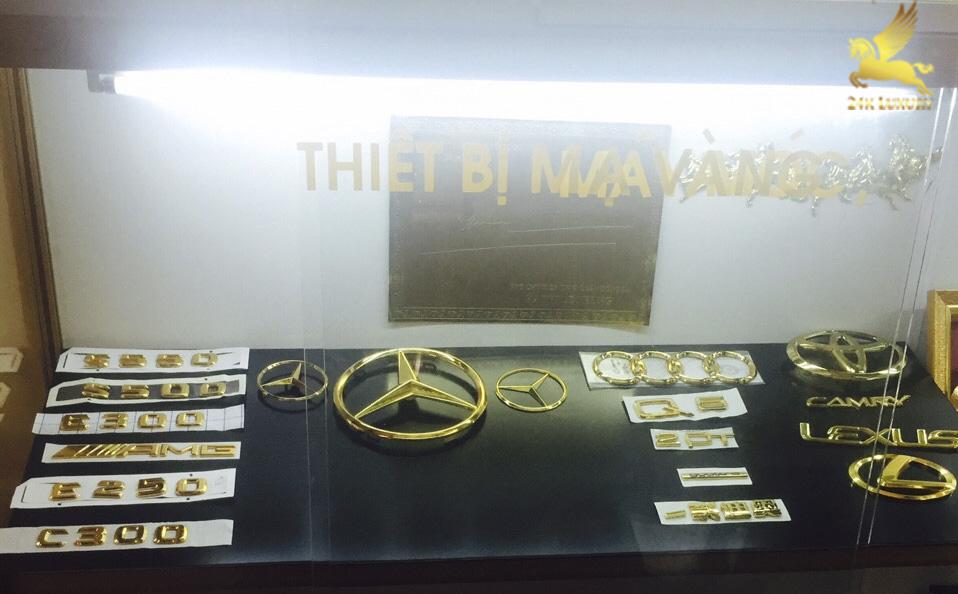 Bộ phụ kiện mạ vàng của các hãng xe hơi như Audi,         </script><p class=