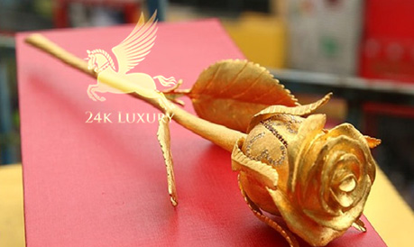Hoa hồng mạ vàng 24k được thiết kế tỷ mỉ,         </script><p class=
