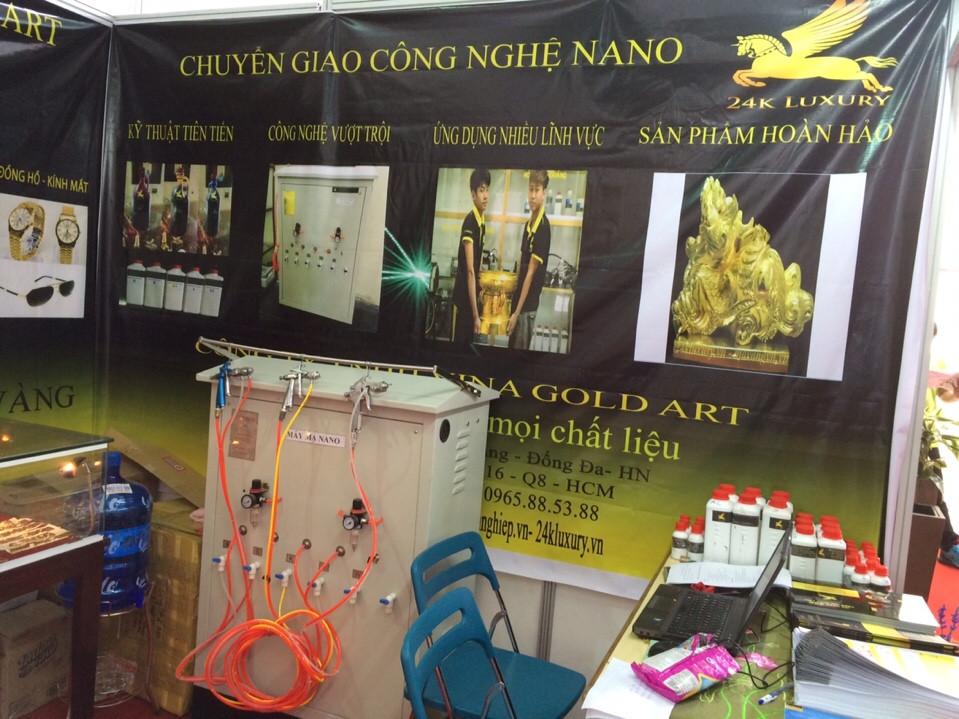 Máy mạ nano và các hoá chất mạ vàng được trưng bày trong gian hàng