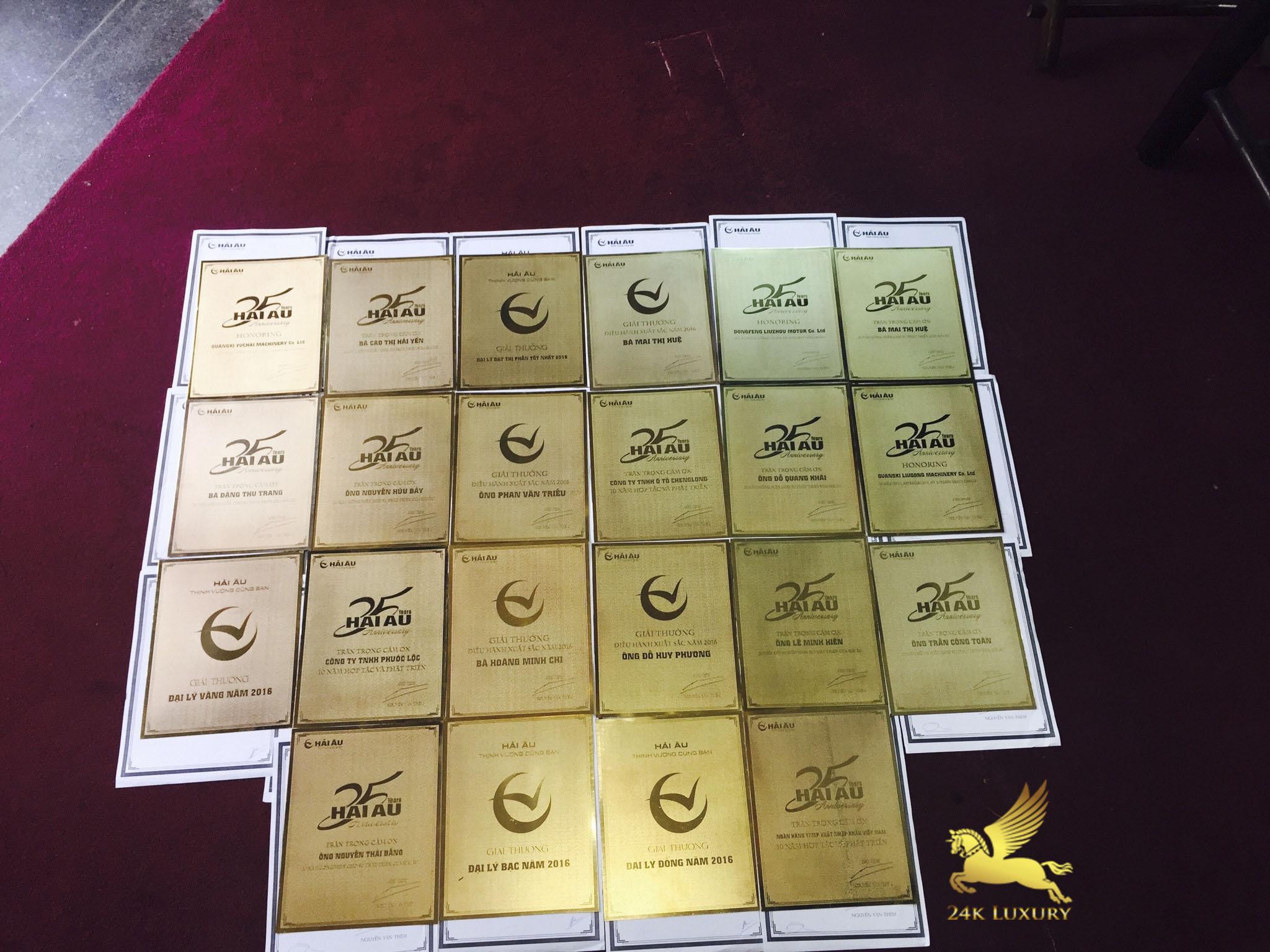 Kỷ niệm chương mạ vàng góp phần tôn vinh giá trị của món quà,         mang lại dấu ấn đặc biệt gửi tặng đến người nhận
