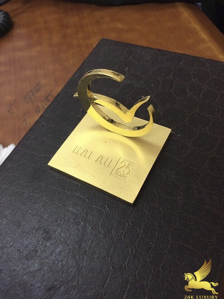 Logo công ty Hải Âu đúc vàng nguyên khối có giá trị gần 200 triệu đồng