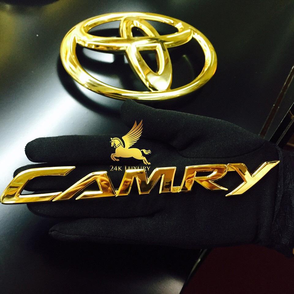 ô tô mạ vàng
